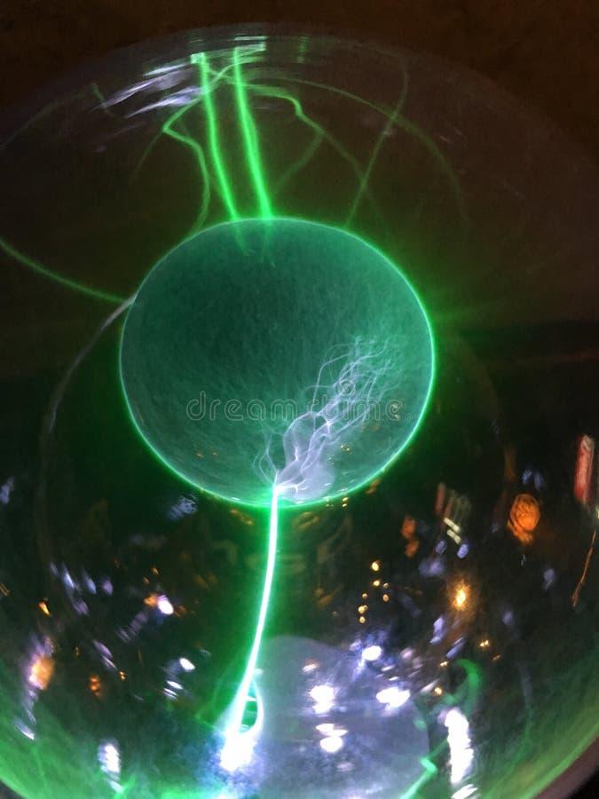 Шарик плазмы (глобус плазмы) стоковое фото