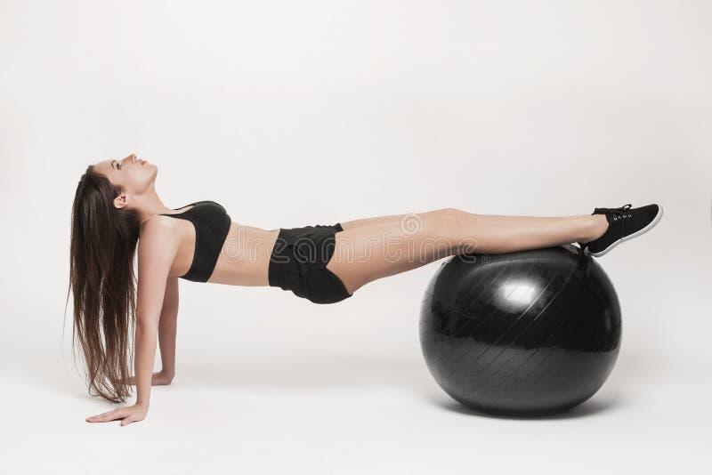 шарик работая женщину пригодности стоковое изображение rf