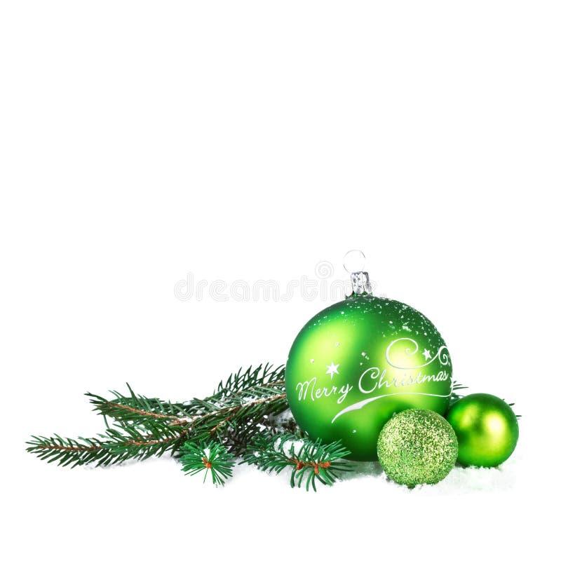Download Шарик рождества с ветвью ели Стоковое Изображение - изображение насчитывающей приветствие, цвет: 33727637