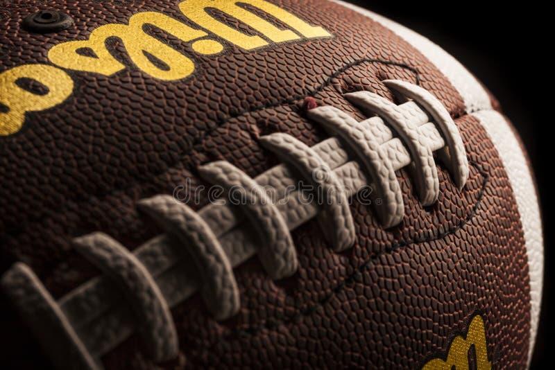 Шарик Уилсона американского футбола на темной предпосылке стоковые фото