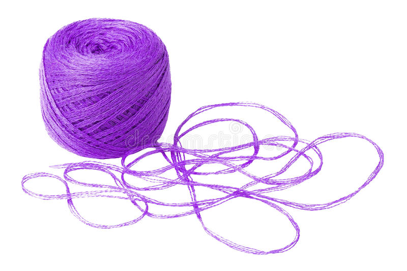 Шарик фиолетовой пряжи изолированный на белизне стоковое фото rf
