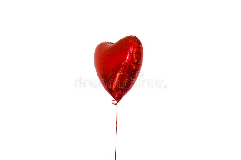 Шарик Nflatable в форме красного сердца, с веревочкой на белой предпосылке, изолят концепция праздника, дня рождения стоковое изображение