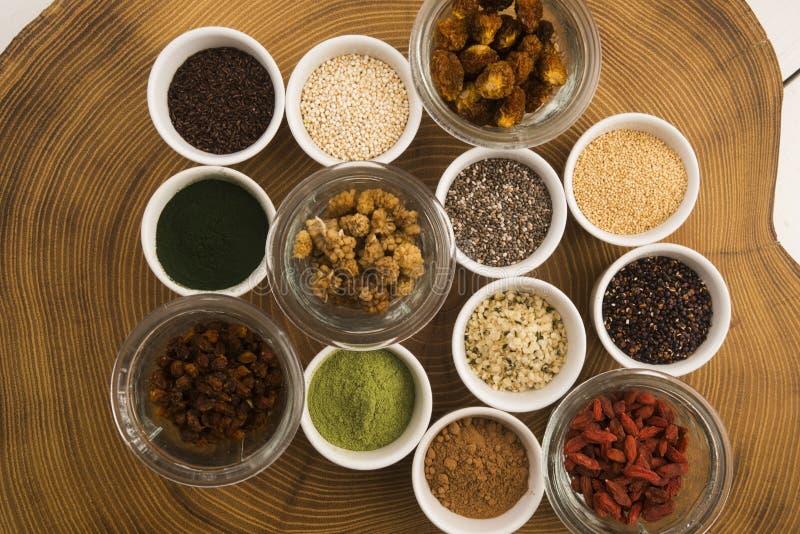 Шары различных superfoods стоковое фото