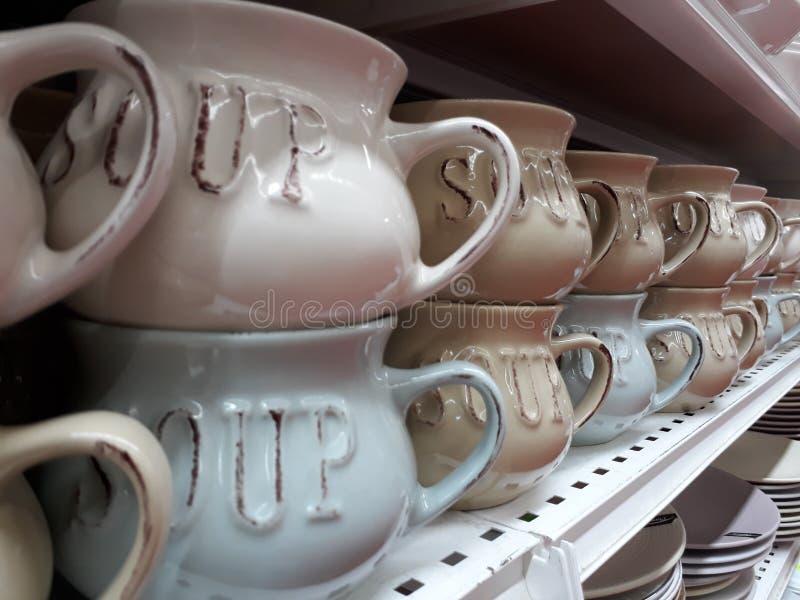 Шары супа в куче на полке в магазине стоковое изображение rf