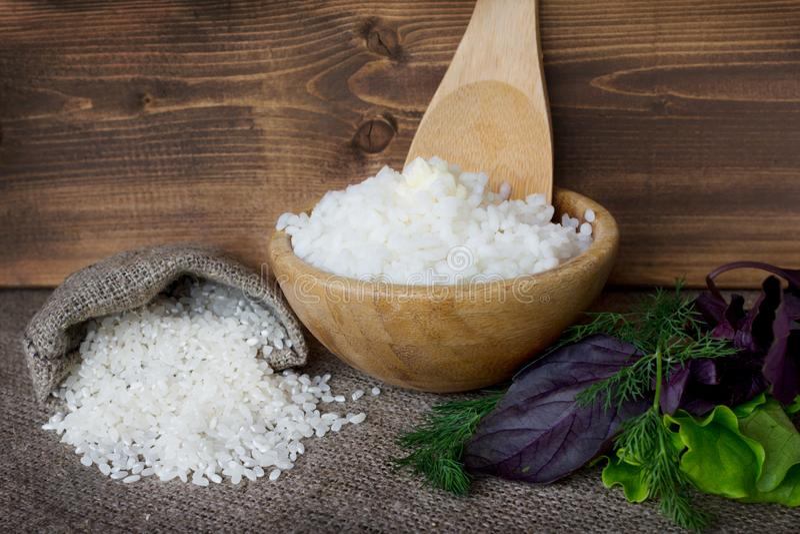 Шар кипеть вокруг риса и сухого риса в baggie стоковая фотография rf