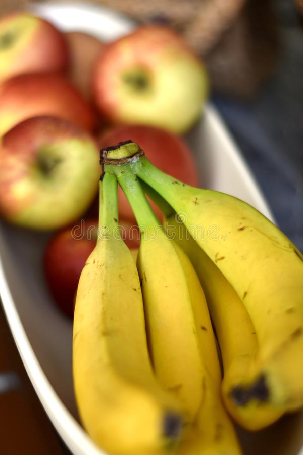 Шар плода с бананами и яблоками стоковые изображения