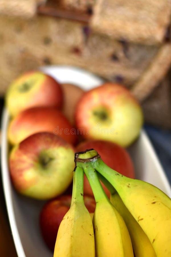 Шар плода с бананами и яблоками стоковые фотографии rf