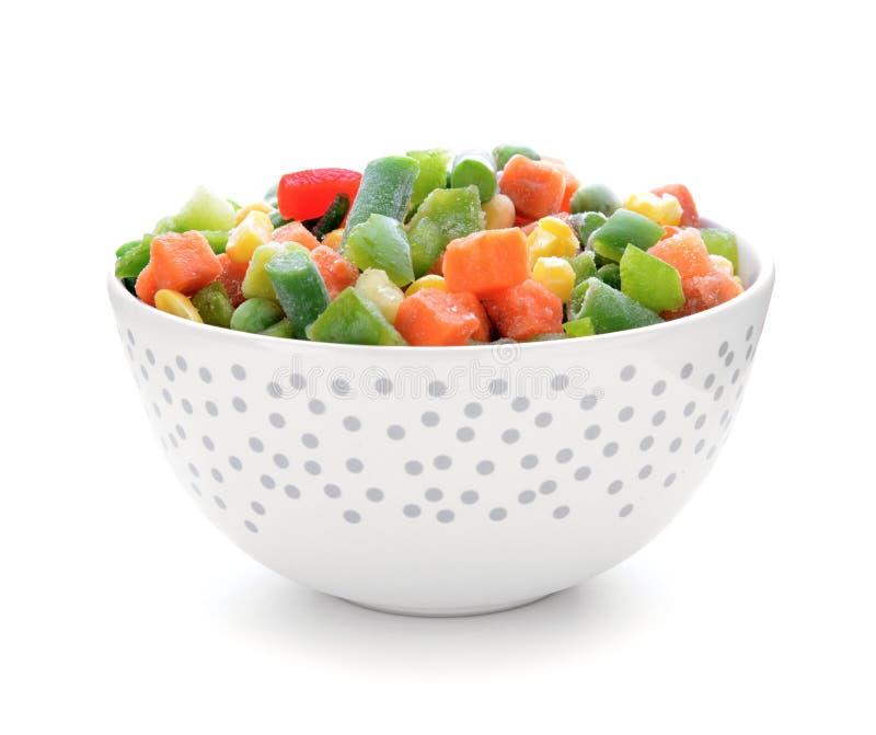 Шар с замороженными овощами на белой предпосылке стоковое изображение rf