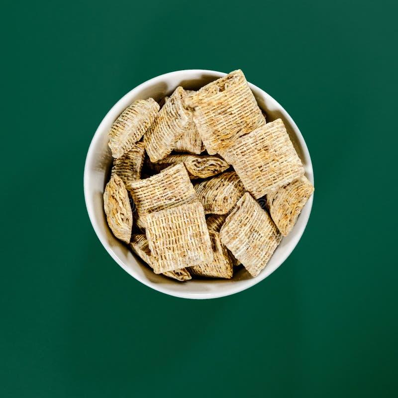 Шар хлопьй для завтрака пшеницы Nestle Shredded Bitesize стоковое фото rf