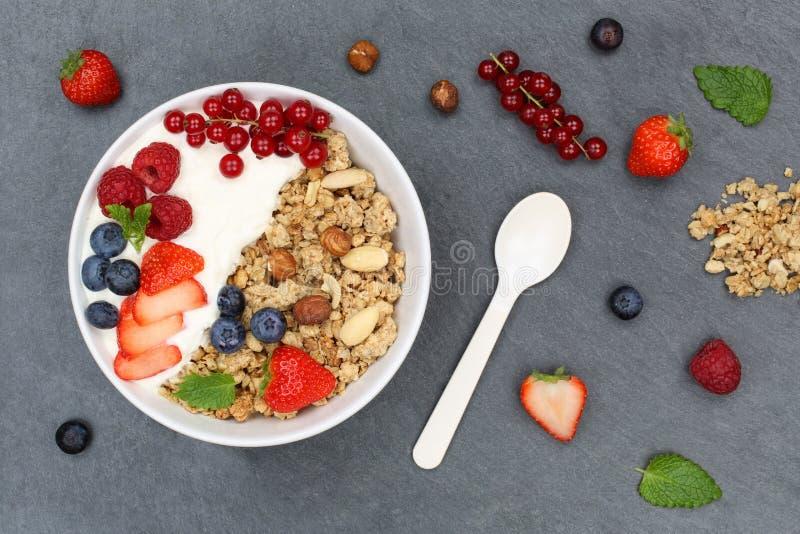 Шар ягод хлопьев клубник югурта плодоовощей завтрака Muesli стоковая фотография rf