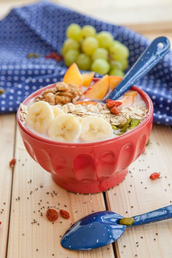 Шар Smoothie с свежими фруктами стоковые изображения rf