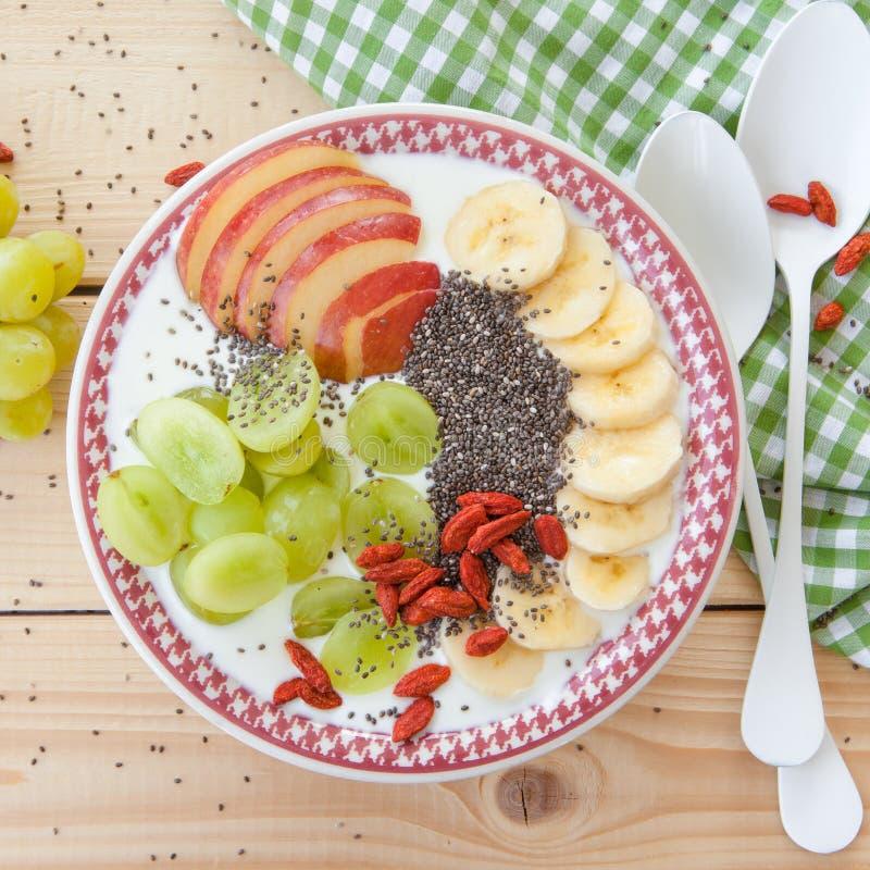 Шар Smoothie с свежими фруктами стоковые изображения