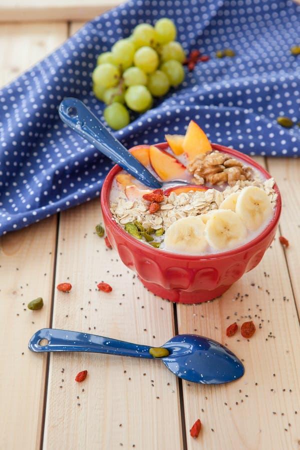 Шар Smoothie с свежими фруктами стоковое фото rf
