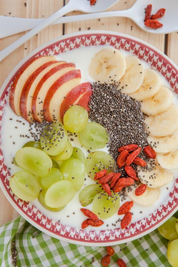 Шар Smoothie с свежими фруктами стоковое изображение