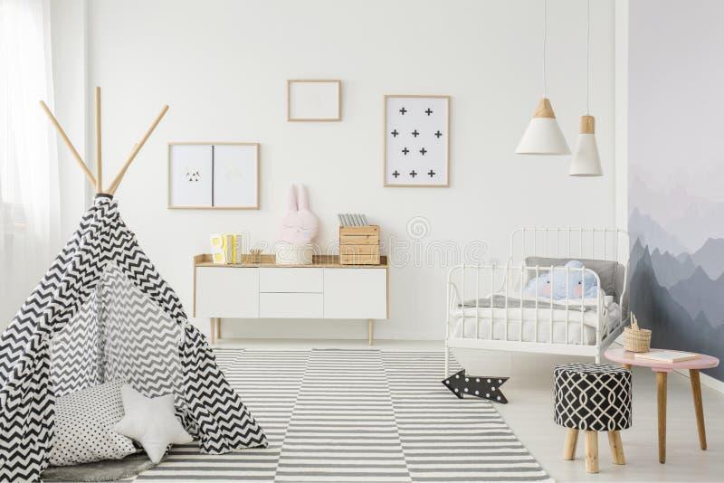 Шатер в интерьере спальни ` s ребенка стоковое изображение rf