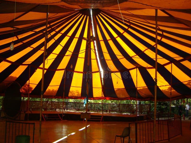 Шатер цирка детей, влияния солнца на крыше стоковая фотография
