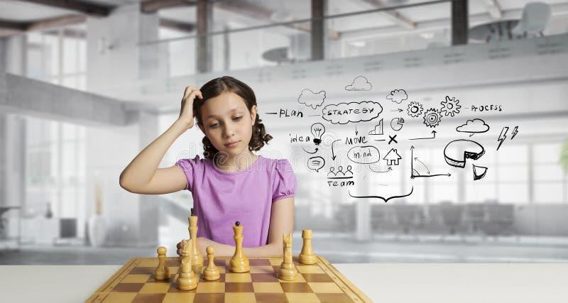 Download Шахматы для ухищренного разума Мультимедиа Стоковое Изображение - изображение насчитывающей малыш, детство: 81809295