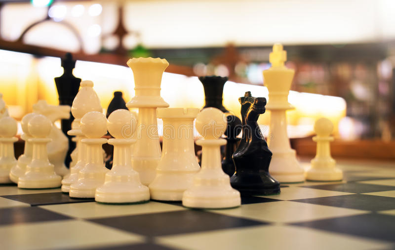 Шахмат на библиотеке стоковое изображение