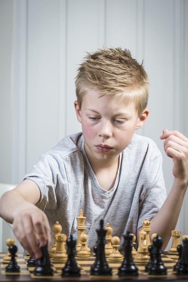 Download Шахмат стоковое фото. изображение насчитывающей молодо - 40580508