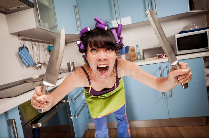 Шальная смешная домохозяйка стоковые фото