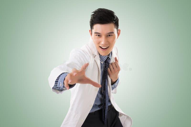 Шальной азиатский доктор стоковое фото rf
