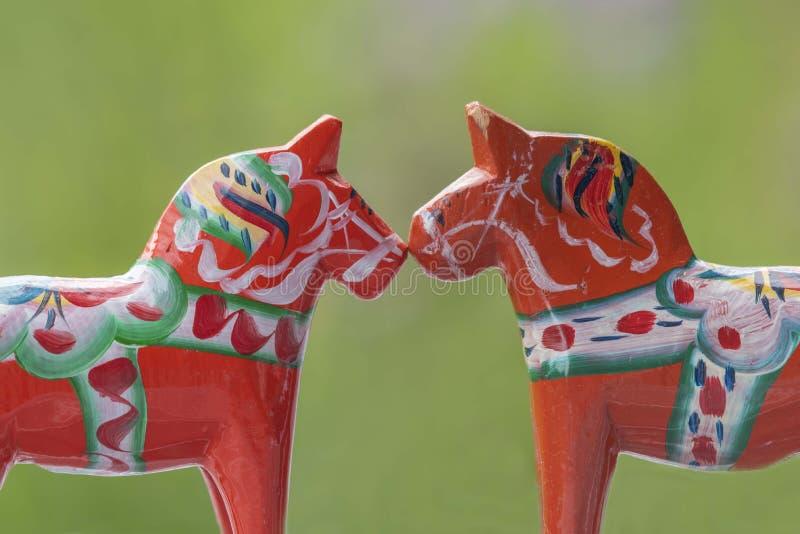 Шведские лошади влюбленн в diverseness стоковая фотография