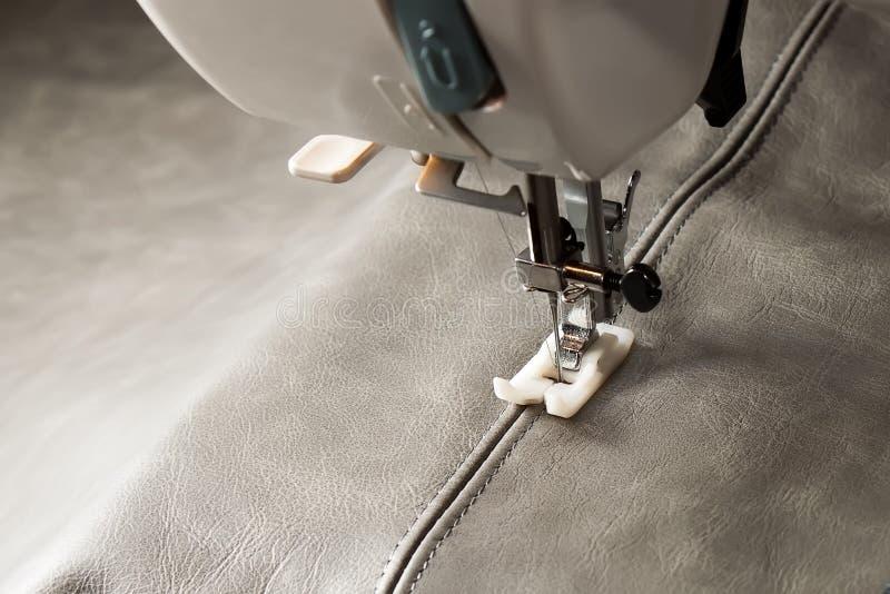 Download Швейная машина стоковое фото. изображение насчитывающей материал - 40577352