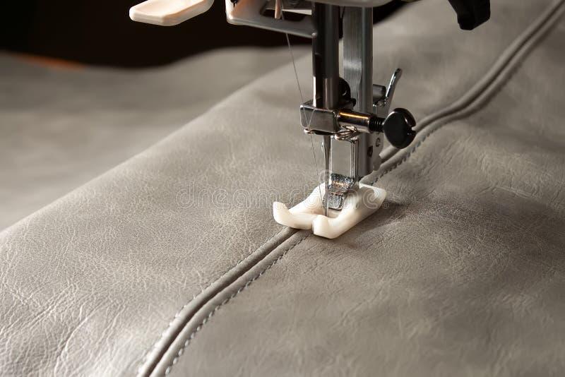 Download Швейная машина стоковое фото. изображение насчитывающей резьба - 40577354