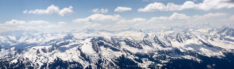 Швейцарец Альпы: Горная цепь Churfirsten со своими известными 7 пиками стоковые изображения rf