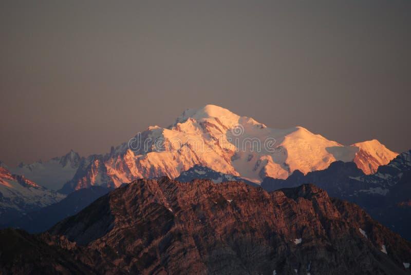 швейцарец захода солнца alps стоковое изображение rf