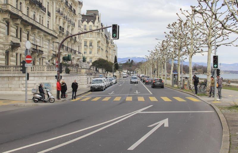 Швейцария; Женева; 9-ое марта 2018; Streetscape с людьми, veh стоковое изображение