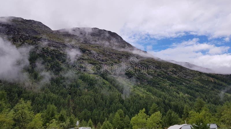 Швейцарская гора стоковое изображение