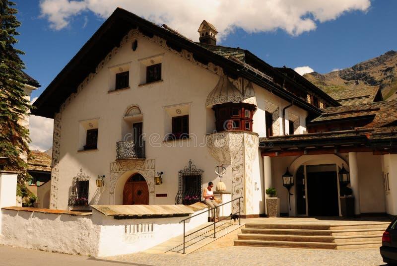 Швейцарские горные вершины: Горный отель Giardino в Champfèr/StMoritz стоковое фото