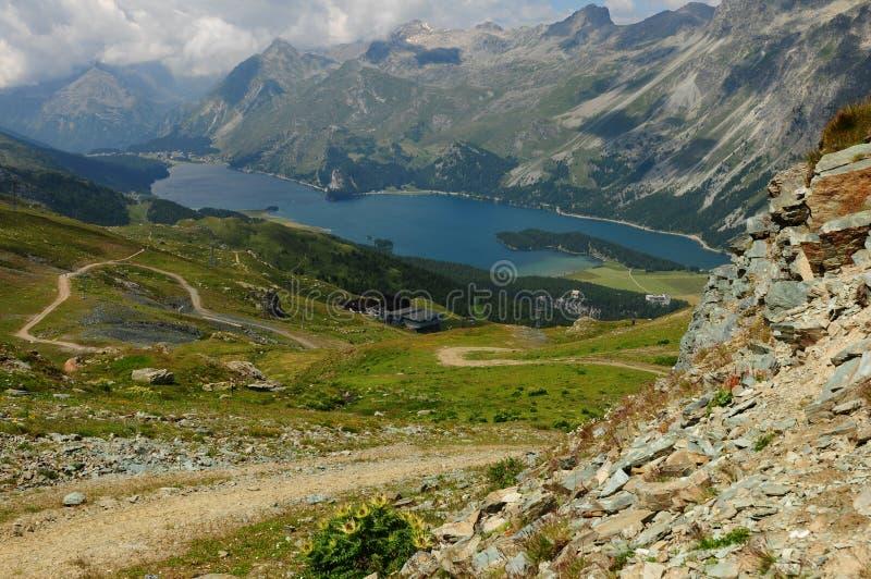 Швейцарские горные вершины: Озеро Sils в верхнем Engadin стоковые изображения