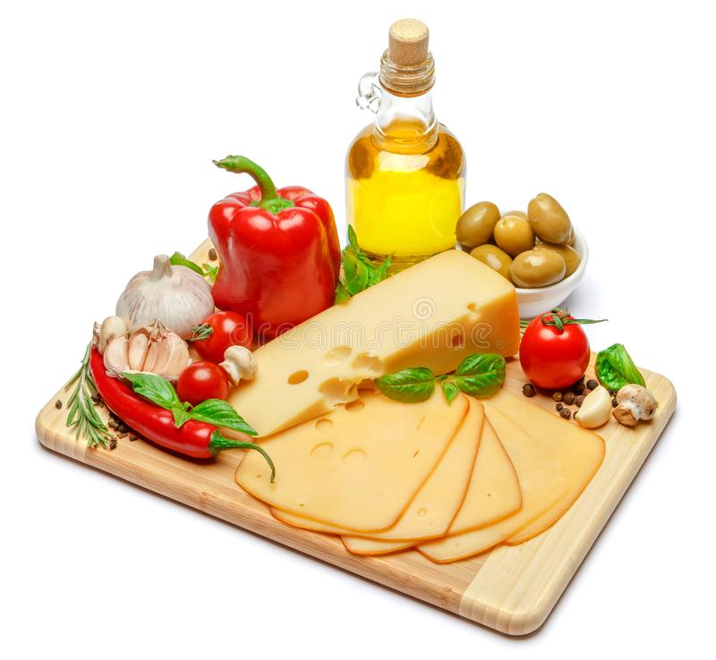Швейцарский сыр или чеддер и овощи на белой предпосылке стоковое фото rf