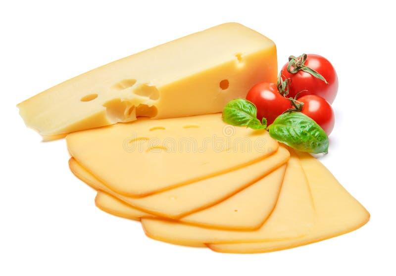 Швейцарский сыр или чеддер и томаты на белой предпосылке стоковое фото rf