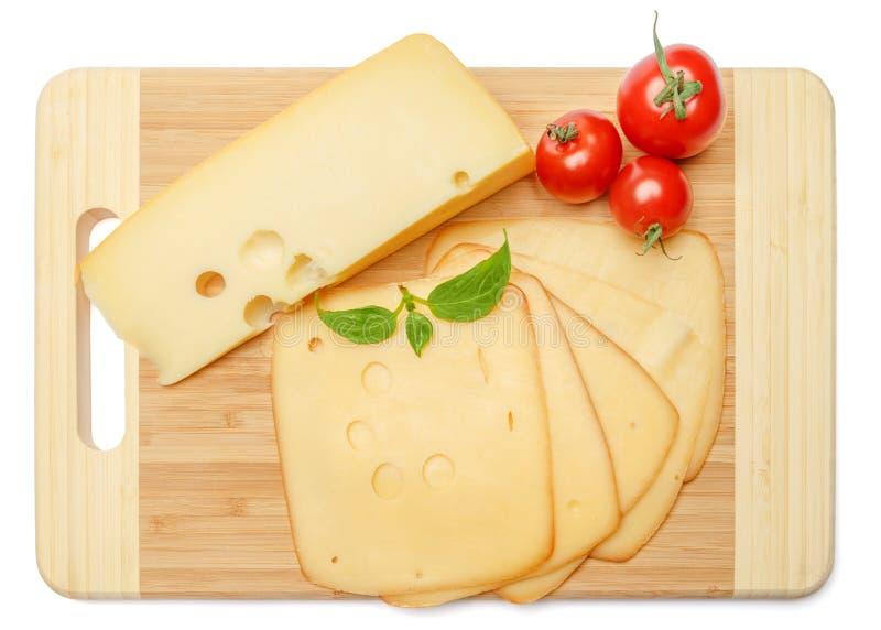 Швейцарский сыр или чеддер и томаты на белой предпосылке стоковые фотографии rf