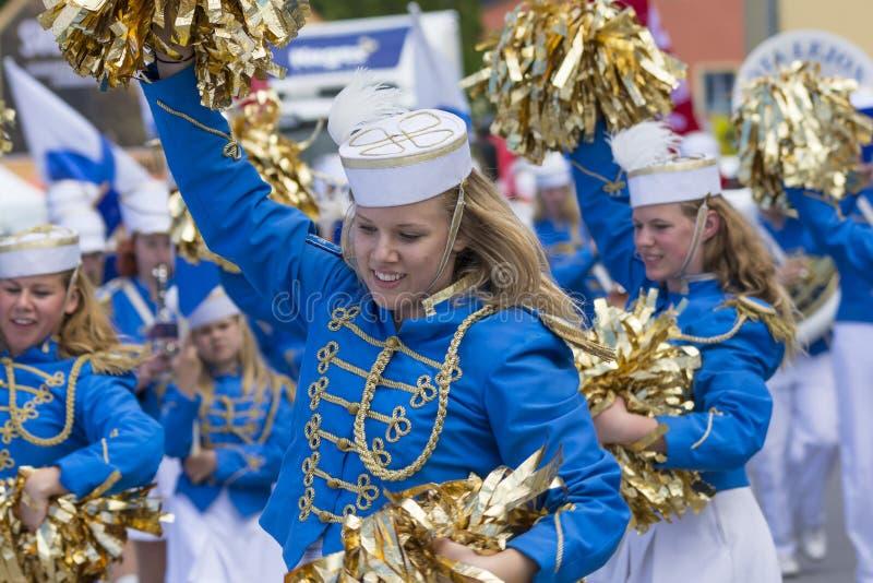 Шведские чирлидеры развлекая стоковая фотография rf