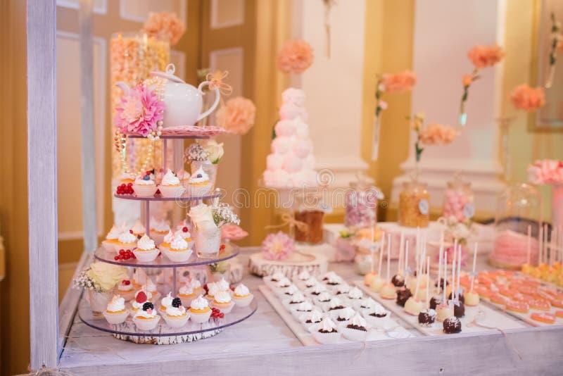 Шведский стол еды свадьбы ресторанного обслуживании стоковая фотография rf