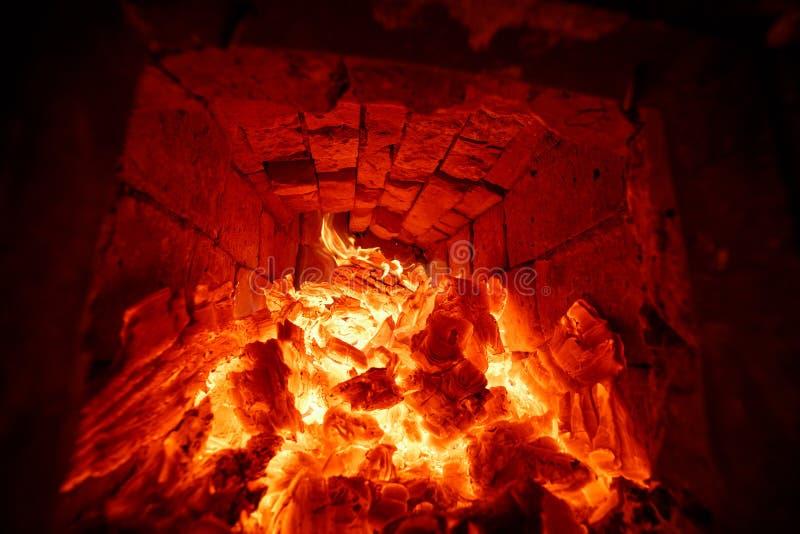 Швырок горя в огне печи стоковые изображения rf