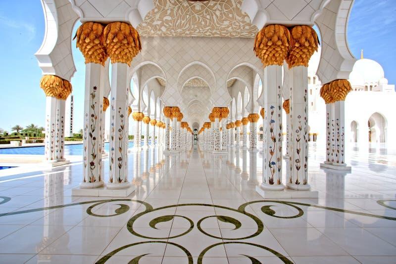 Шейх Zayed Грандиозн Мечеть в интерьере Абу-Даби стоковые фотографии rf