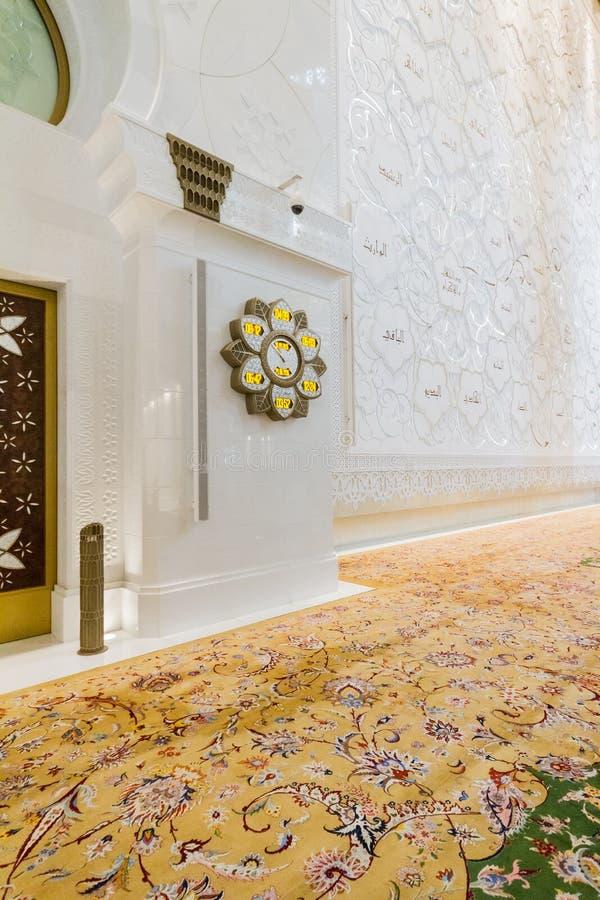 Шейх Zayed Мечеть Внутренн с арабским украшением геометрии, большая мраморная грандиозная мечеть на Абу-Даби, ОАЭ стоковая фотография