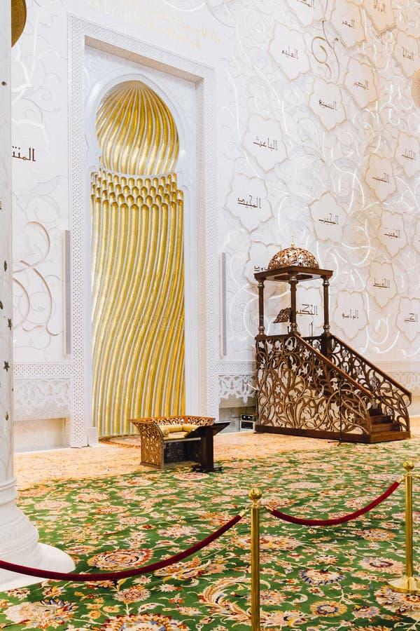 Шейх Zayed Мечеть Внутренн с арабским украшением геометрии, большая мраморная грандиозная мечеть на Абу-Даби, ОАЭ стоковая фотография rf