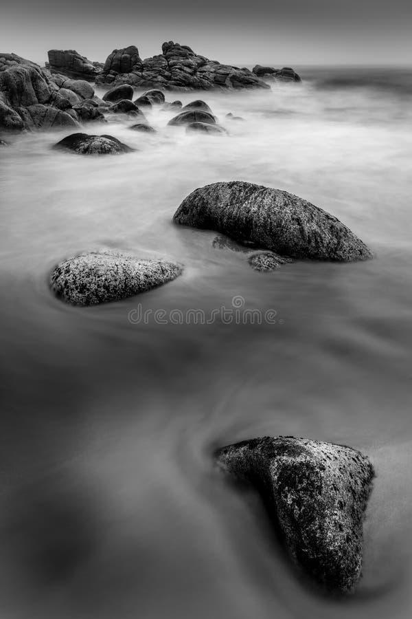 Шелковистая вода, пляж Porth Nanven, западный Корнуолл стоковые фото