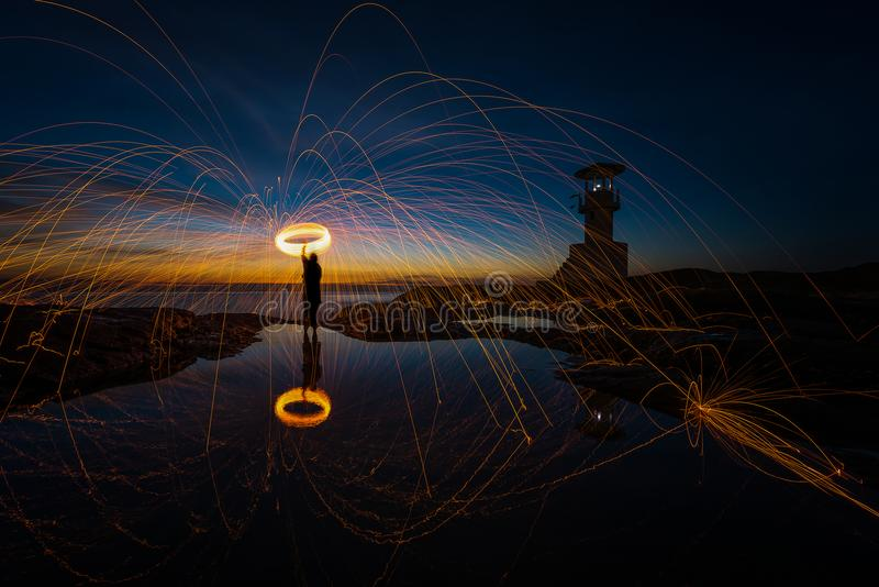 Шерсти изумительного огня стальные на маяке стоковые фотографии rf