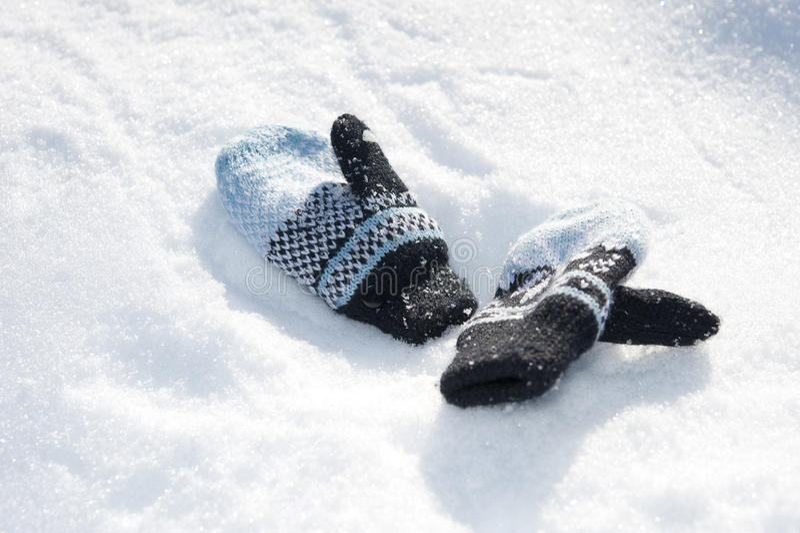Шерстяно chilldren перчатки стоковая фотография