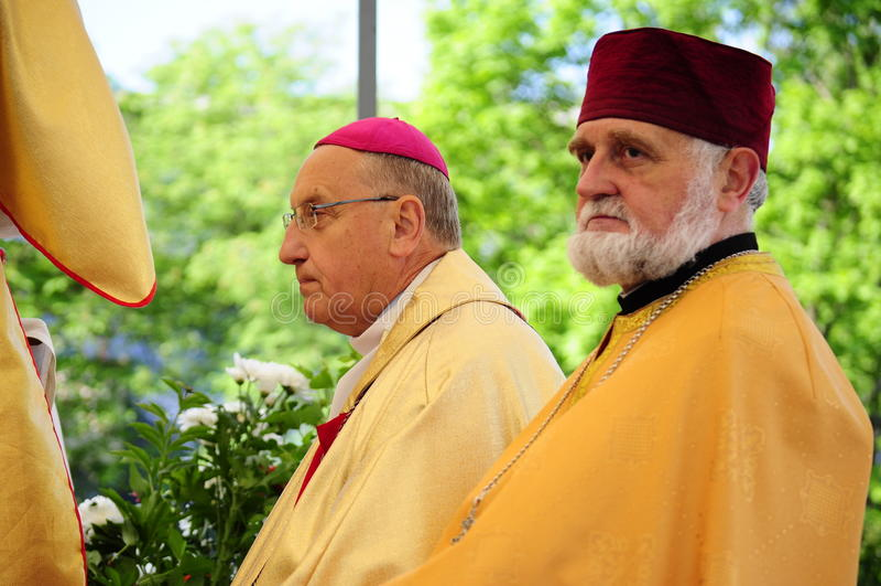 Шествие тела Христоса. Архиепископ Tadevush Kandrusievich & Архимандрит Siarhiej Hajek стоковые фотографии rf