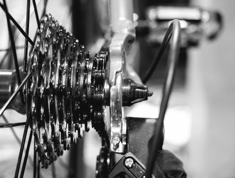 шестерни велосипеда крупного плана стоковое изображение rf