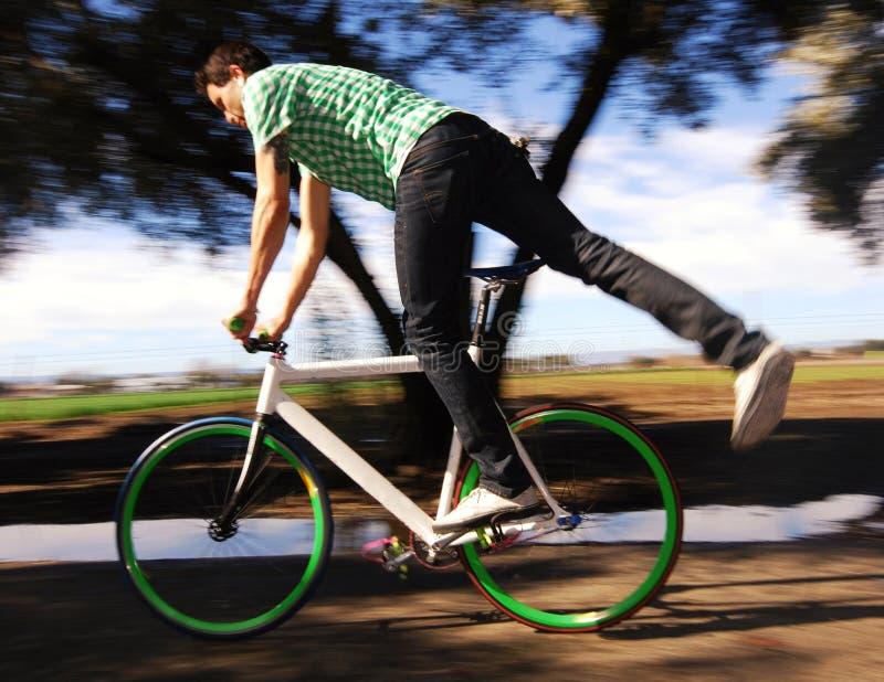 шестерня велосипедиста фикчированная стоковая фотография rf