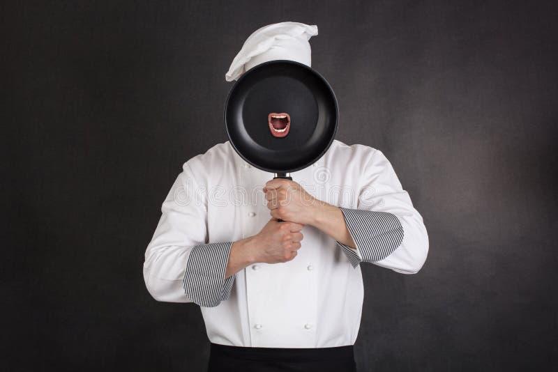 Шеф-повар за лотком стоковое изображение